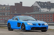 Mercedes-Benz SLR McLaren oogt fris met blauwe wrap