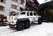 Ultieme wintertransport in Kitzbühel gespot: G-Klasse 6x6