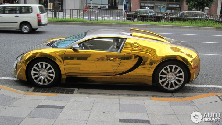 golden wrap on a bugatti veyron 16 4 in tokyo. Black Bedroom Furniture Sets. Home Design Ideas