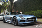 Does matte blue look good on a Mercedes-Benz SLS AMG Black Series?