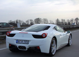 Gespot: Ferrari 458 Italia in het wit