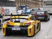 Renault Megane Trophy terrorisiert die Straßen von Paris!
