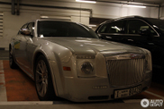 Crisis in Dubai? Chrysler 300C SRT 8 wants to be a Rolls-Royce
