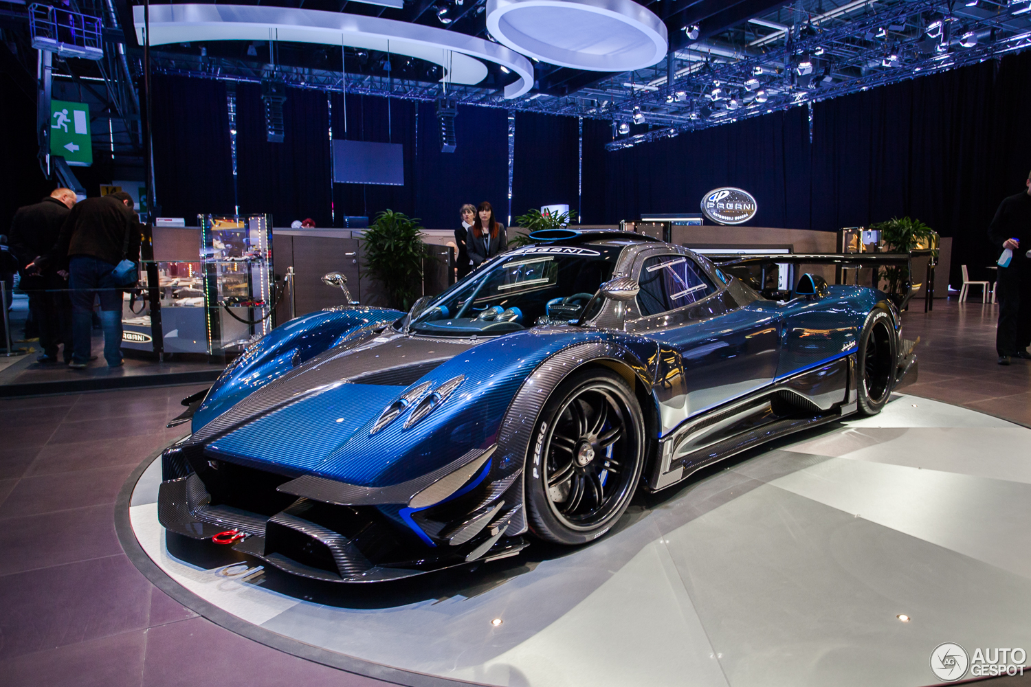 Blue Black Carbon Pagani Zonda Revolucion At The Geneva Motor Show 1500x1000 Os Carporn
