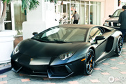 Lamborghini Aventador LP700-4 looks powerful