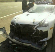 Zonde! Lexus LF-A gecrasht in China
