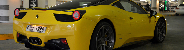 Carbon fiber for the win: Ferrari 458 Italia in Dubai