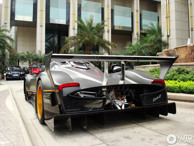 Crazy: Pagani Zonda R on the streets!