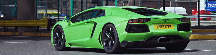 Verde Ithaca looks great on the Lamborghini Aventador LP700-4