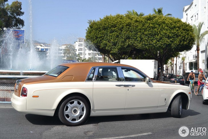 Stylish colour combination on a Rolls-Royce Phantom