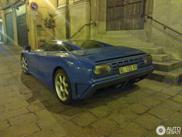 Bugatti EB110 GT appears out of nowhere