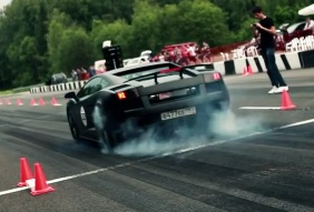 Video: Bestialischer Lamborghini bei den DragTimes losgelassen