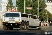 Niet, vier, niet zes, maar acht wielen gespot op deze Hummer!