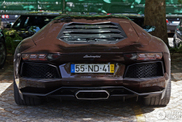 Also beautiful in dark brown: Lamborghini Aventador LP700-4
