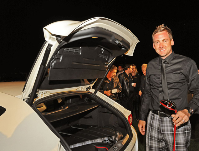 Professional golf player brings his own clothing collection back in the FF