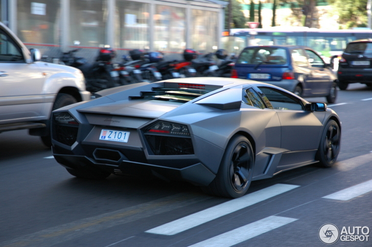 Powerful and ultra-rare Lamborghini Reventón spotted!