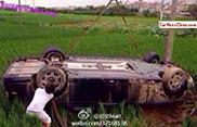 Rolls-Royce Phantom hapt naar gras in China