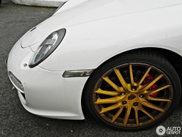 Porsche 997 Carrera S with some very special wheels