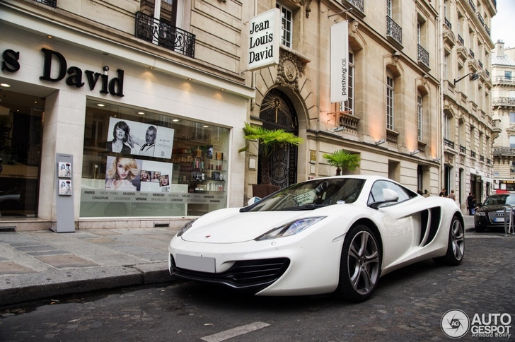 McLaren MP4-12C spotted in beautiful Paris