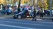 Spyker C8 Spyder rijdt politiemotor aan